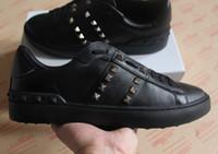 مصمم أحذية رياضية مفتوحة LOW-TOP أحذية عارضة جلد العجل والجلود مع تفاصيل مسمار حذاء رياضة للرجال والنساء مقاس 35-46.