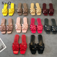 2019 Primavera-Verão H sapatos da moda plana Heel Sandals palavra legal Chinelos Sapatos casuais Streetwear Ladies Plano Chinelos 34-42