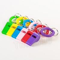 Whistle Keychain Schlüsselanhänger Notfall Überleben Camping Wandern Versorgung Keychain Spirale Armband Elastische Spule Kunststoff Pfeife T2I5744