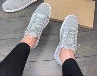 العلامة التجارية الجديدة رمادي الجلد المدبوغ أحذية رياضية مع المسامير المتأنق الأحمر أحذية القاع أحذية للنساء، رجال فاخر مصمم المشي عارضة الكبير بيع