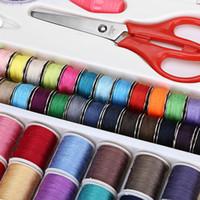 Kit de costura práctica para viajar con la aguja de tijera Cinta métrica dedal Hilo de coser con la caja para DIY Ropa de costura