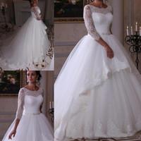 Fengyudress Jewel Sheer Cuello Bola vestido de bola Vestidos de novia 3/4 Mangas largas Apliques de encaje Aplique Plisado Longitud de piso Vestidos nupciales con cinturón