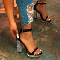 المرأة الصيف الصنادل بلينغ المرأة السيدات الإبزيم أحذية خفيفة المفتوحة تو الصنادل Feamle الأزياء والأحذية منصة عارضة هبوط السفينة