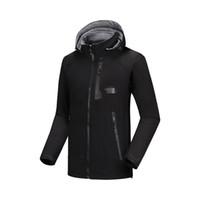 Giacca impermeabile traspirante Softshell degli uomini del rivestimento esterna Uomini Sport cappotti Donne sci escursionismo invernale antivento Outwear Soft Shell