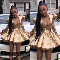 Sexy afrikanische Mädchen Gold-Short Cocktail-Heimkehr-Kleider 2020 eine Linie tiefer V-Ausschnitt Pailletten Langarm Rüschen Mini Prom Abendkleider BC2665