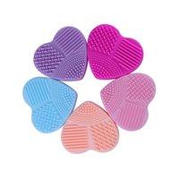 1 Adet silikon makyaj fırça temizleyici Mat Kalp Scrubber Kurulu Fırça yumurta Temizleyici Güzellik Yıkama Tampon Araçlar temizleme Kozmetik Fırçalar şekilli