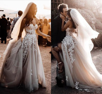 Vestidos de novia de encaje floral de estilo rural 3D Talla grande 2020 Sweetheart Apliques Tulle Sexy Frente Split Bohemian Beach Bods Bods