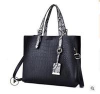 c79d5c2d96 GUCCI Louis Vuitton Sacs à main pour 740 Femmes Grande Capacité Casual Sacs  Femme Tronc Fourre-Tout Sac D'épaule Dames Grand Crossbody Sacs