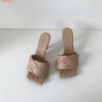 2020 أحدث الأحذية الجلدية ريال مدريد النعال النساء البغال وحيد مربع، المنسوجة الكعب العالي مفتوحة الأصابع شبشب نابا لينة ليدو الصنادل، 9CM كعب
