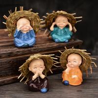 Straw Hat Der kleine Mönch für Hauptdekor Tee Pet Mascot Miniatures Figuren Heim Ornament-Auto-Dekoration