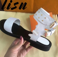 2019 New Genuine Leather in metallo con borchie Sandali estivi Open Toe Buckle Strap Flats Sandali Scarpe da donna