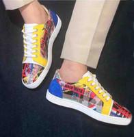 아주 새로운 낮은 상위 주니어 스파이크 레드 바닥 운동화 신발 낙서 특허 가죽 라운드 발가락 캐주얼 높은 품질 야외 스터드 웨딩 파티