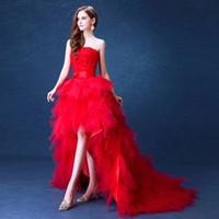 겸손 높은 낮은 국가 스타일의 웨딩 드레스 2019 Strapless Ruffles Organza 비대칭 형 장착 하이 - 로우 화이트 신부의 신부 가운