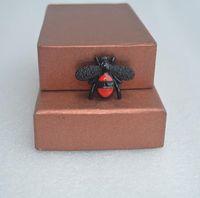 새로운 꿀벌 브로치 블랙 드립 핀 브로치 레이디 정장 핀 곤충 시리즈 야생의 한국어 버전