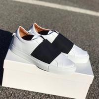Luxo correias sneakers urbano rua Formadores de couro branco de baixo top deslizamento em design Homens Mulheres Sapatos calçados casuais Com Box 10 cores