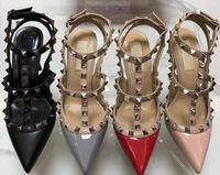 2019 Marque Femmes Pompes Chaussures de mariage Femme Hauts talons sandale Nu Mode bretelles cheville Rivets Chaussures Sexy Talons Chaussures de mariée