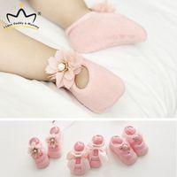 3 pares / set bebê recém-nascido Shoes Flower Lace bowknot bebé da menina meias de algodão macio sola de borracha antiderrapante da criança Sapatos Primeira Walkers