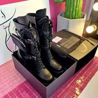Son Kadınlar Tasarımcı Boots Yeni Sonbahar Ve Kış Kalın Dip Artan Platform Ayakkabı Cep Cüzdan Motosiklet Boots