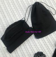 Sac à poussière de tissu noir 22x17cm Noir Sac d'emballage de mode C VIP Package Sac de cordes pour accessoires de bijoux Chaussettes Sundries Sundries Cas de stockage imprimé