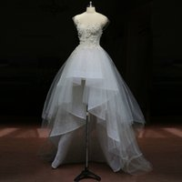 Verführerische Weiß Tüll und Spitze High Low Brautkleider mit Kappen-Hülsen-Applikationen Sommer Brautkleider mit Blumen 3D-Brautkleider