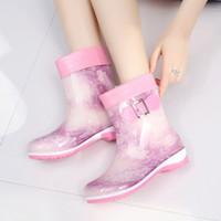 Hot vendre- mignon bottes de pluie bottes chaudes et demi d'hiver occasionnels grande taille 36-41 chaussures en caoutchouc imperméables à l'eau gelée glissent sur les dames de chaussures de travail féminin