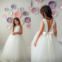 2020 Boho Puffy Tule Vestidos menina V Cut Voltar Pearls frisada Jewel Wedding Party Neck Crianças vestido Pageant Primeira Comunhão Vestido de aniversário