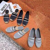Box ile Dazzle Çiçek Kadınlar Espadrilles Tasarımcı düz ayakkabılar klasik loafer'lar Nakış Çizgili harfler loafer'lar Ayakkabılar terlik çok renkli