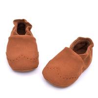 Симпатичные Новорожденного мягкой подошвой замши кожаные ботинки Младенческая мальчика девушки малышей Обувь Unisex первых ходоков 6 Твердые цвета