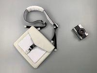 2020New 30 branco são pacote cruz oblíqua opcional do carteiro Bag411 Moda preto e Size28 x 22 x 3 cm