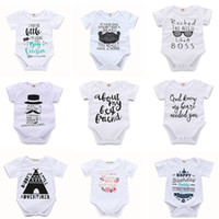 Bébé solide Triangle Romper 45 Cartoon Design Lettre solide imprimé Jumpsuit simple boutonnage Filles Garçons Tenues 3-18M