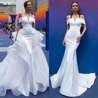 2019 Berta sirena Vestidos de novia Tren desmontable fuera del hombro Manga corta Pliegues Vestido de boda de playa de satén Vestidos de novia atractivos personalizados