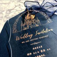 freie Verschiffen 50pcs personifizierte Laser-Hochzeitseinladungen Karte Acryl Visitenkarte Individuelle Einladungen elegante Goldbuchstaben