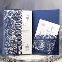 진한 파란색 레이스 결혼식 초대장 우아한 레이저 컷된 트리폴드 포켓 초대장 Quinceanera 약혼 졸업 파티 무료 배송