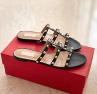 Designer diapositive Appartamenti Summer Beach Roccia Studs Marca Slip On pantofole dei sandali Rounded le dita dei piedi Infradito Con Rivetti Sandalo nudo, nero, nastro