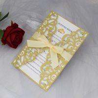 Tarjetas de invitación de boda de color multi personalizadas con sobre + sello 50 set / lote láser corte de la fiesta de cumpleaños invitaciones imprimibles