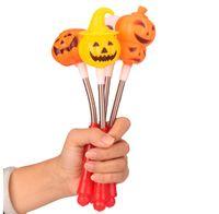 Halloween creativo Sorriso Testa di zucca Flash stick piccolo diavolo Lampada a mano Popolare Giocattoli per bambini Plastica arancione 1 55fz k1