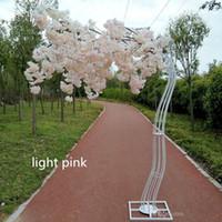 Nuovo arrivo White Cherry Blossom Tree Road Simulazione di simulazione Fiore di ciliegio con telaio in metallo arco per la decorazione dei centrotavola del partito