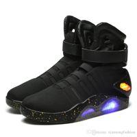 에어 매기 높은 품질 남자 부츠 농구 신발 한정판 백 투 더 미래 군인 신발 LED Luminous Light Up 패션 Led 신발