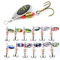 6cm 2,5 g de metal Carp Fishing Lure vibración cebo Spinner señuelos de cuchara giratoria de metal lentejuelas Wobbler con Triples