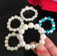 Nueva 100Pcs / Lot acrílico perlas blancas anillos de servilleta de la boda de la servilleta de la hebilla para el partido de recepción de boda Decoración de la mesa Material 4681