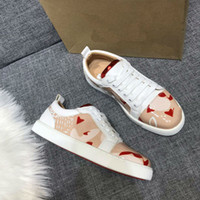 2019 zapatos de diseñador de corte bajo, zapatos de pico, fondo rojo, cuero real, hombres, mujeres, tamaño 36-46 con caja de zapatillas de lujo de calidad superior