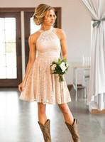 Ucuz Kısa Dantel Şeftali Ülke Nedime Elbiseler İnciler Halter Boyun Düğün Konuk Elbiseler Diz Boyu Cowgirls Onur Törenlerinde Hizmetçi