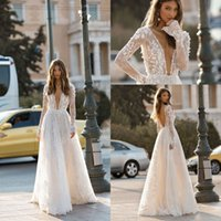 2019 New Berta Splendido Sheer Deep V Neck Abiti da sposa in pizzo 3D Floral Appliqued maniche lunghe Backless Beach Abiti da sposa vestido de novia