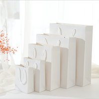 10 PC / Los-Geschenk-Beutel für Kleidung Bücher Verpackung Papier Box Taschen Packpapier-Geschenk-Beutel mit Handgriffen High-End-Weiß