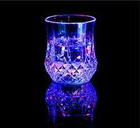 جميل تضيء LED الكؤوس التلقائي اللمعان الشرب كأس أكواب تغيير لون كأس البيرة ويسكي زجاج لنادي الحزب بار لوازم YD0464