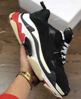 ساخنة جديدة ذات جودة عالية الثلاثي S الاحذية الرجالية والأحذية أحذية رياضية للمرأة signerde lmixed اللون سميكة حذاء منخفض أبي size36-45 كبير