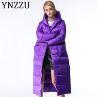 YNZZU de lujo 2019 de las mujeres del invierno por la chaqueta púrpura elegante larga con capucha Espesar Warm pato abajo cubren la nieve Mujer ropa exterior T191121