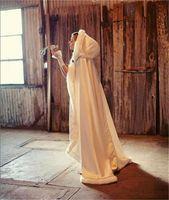 Новая потрясающая свадьба плащ накидка с капюшоном с меховой отделкой Сатин на заказ дешевые зимние длинные белые куртки свадебные куртки горячие продажи