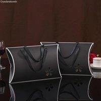 10шт 32 * 20 * 5.5cm черной белая оранжевой бумаги подушка подарок картонная коробка с лентой ручкой Hollow полотенца шарфа бумага упаковочной коробкой