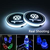 Insignia del coche del LED llevó la taza del cojín montaña taza de carga USB Ambiente Mat luminiscentes Copa estera del cojín del interior LED de la lámpara luz de la decoración para Volkswagen